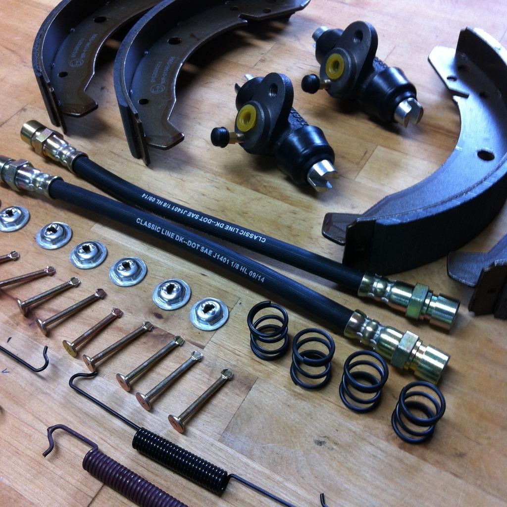 2 Bremszylinder Bremsbackensatz Montagesatz hinten Hinterachse